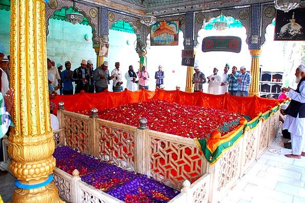 SheikhMoniddinChistiRA-tombw